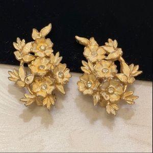Vintage Charel Beige Enamel Flower Earrings